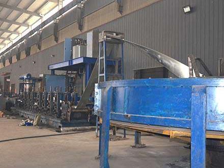 热镀锌钢管生产车间